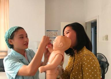 儿科开展新生儿抚触专科知识学习