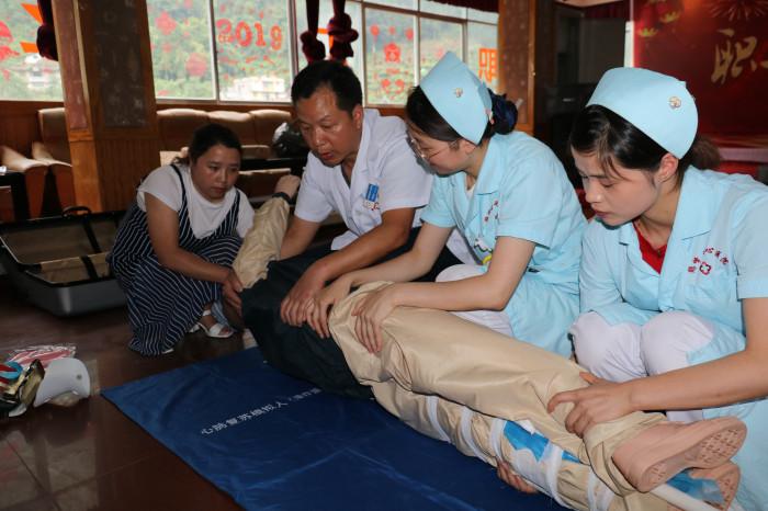 县中心医院为芭蕉河电力公司行紧急救护培训